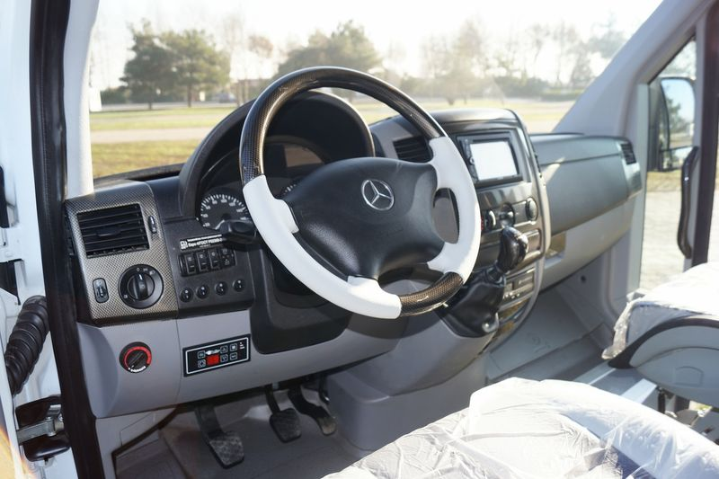 MERCEDES-BENZ-SPRiNTER-515 4